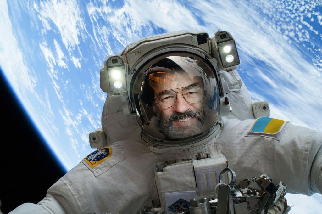 skr-space-selfie