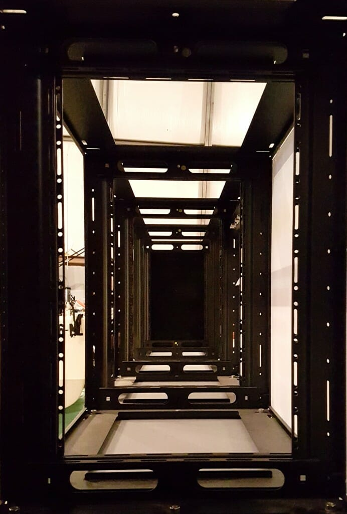 rack-cabinets-inside